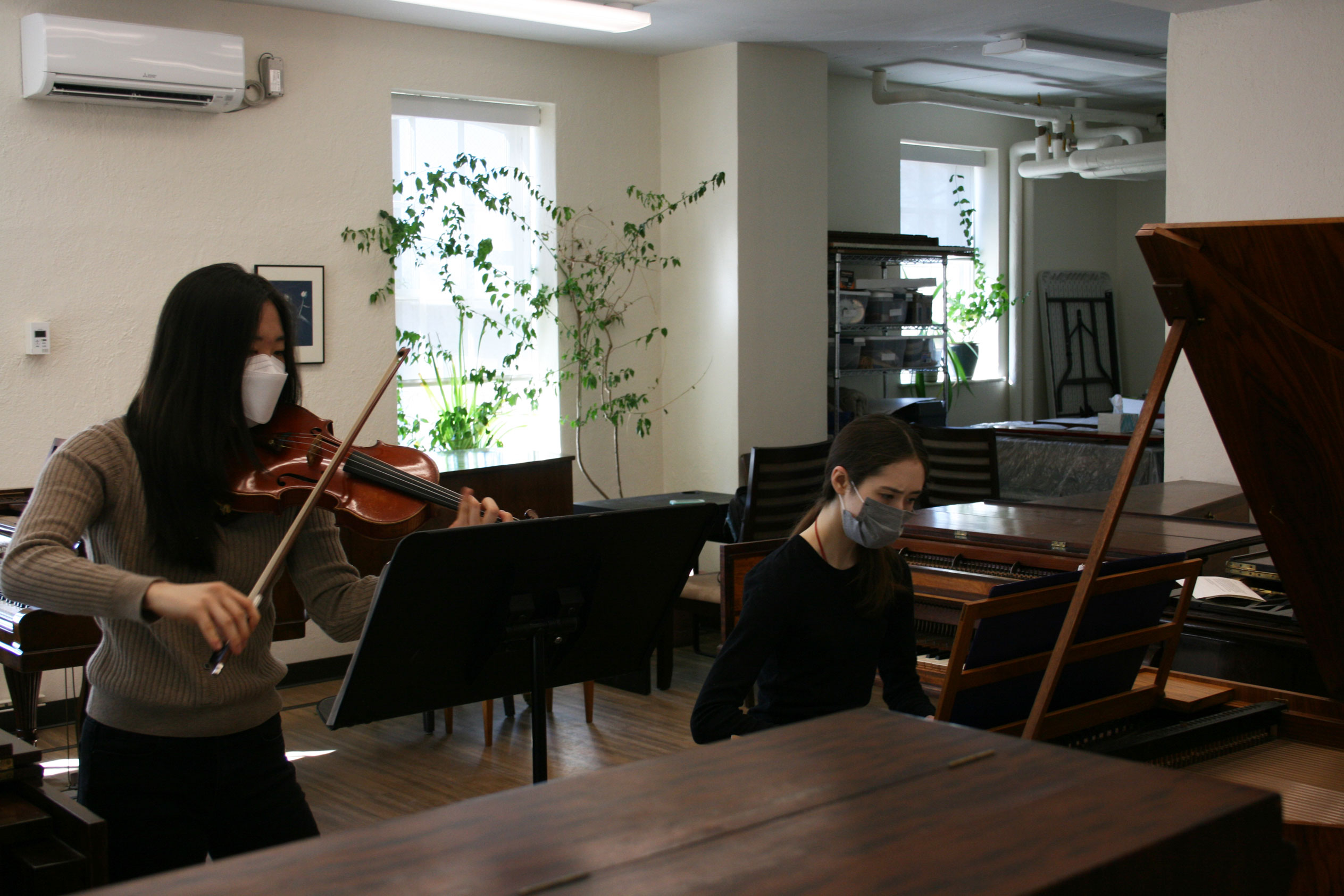Jen Yi (violin) and Madeline McCanne (piano)